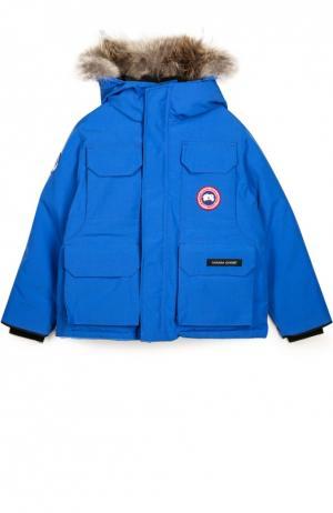 Пуховик с накладными карманами и меховой отделкой капюшона Canada Goose. Цвет: синий