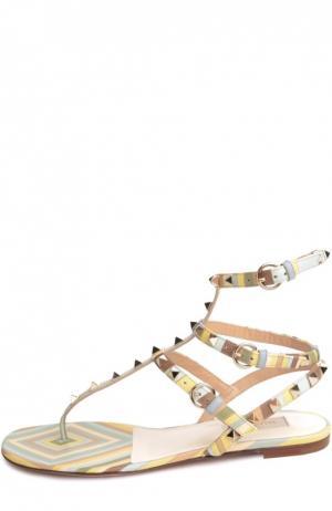 Кожаные сандалии Rockstud Navajo с ремешками Valentino. Цвет: светло-зеленый