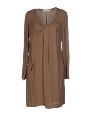 Короткое платье SUOLI. Цвет: хаки