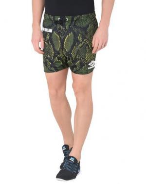 Пляжные брюки и шорты UMBRO X HOUSE OF HOLLAND. Цвет: зеленый-милитари