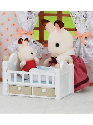Набор Малыш и детская кроватка Sylvanian Families. Цвет: белый, серый