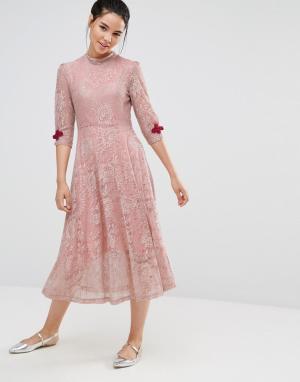 Sister jane Кружевное платье миди с застежками в стиле кроше. Цвет: розовый