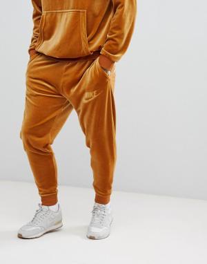 Nike Золотистые велюровые джоггеры AH3388-722. Цвет: золотой