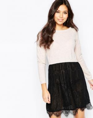 Iska Трикотажное платье с кружевом. Цвет: розовый