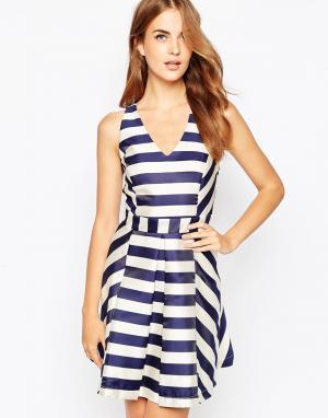 Adelyn Rae Короткое приталенное платье с перекрестными лямками на спине Ra. Цвет: мульти