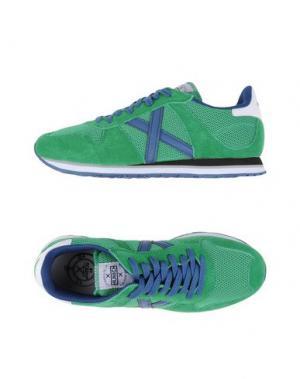 Низкие кеды и кроссовки MUNICH. Цвет: зеленый