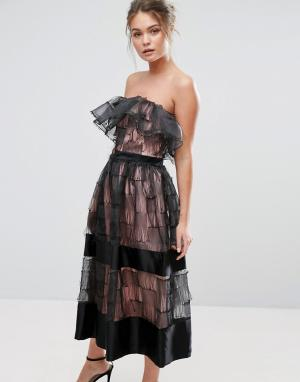 True Violet Фактурное платье миди без бретелек с 3D оборками. Цвет: черный