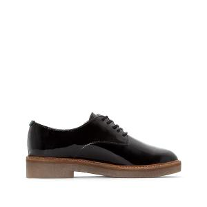Ботинки-дерби из лакированной кожи OXFORK KICKERS. Цвет: бежевый лак,черный лак