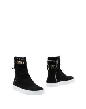 Полусапоги и высокие ботинки OM. Цвет: черный