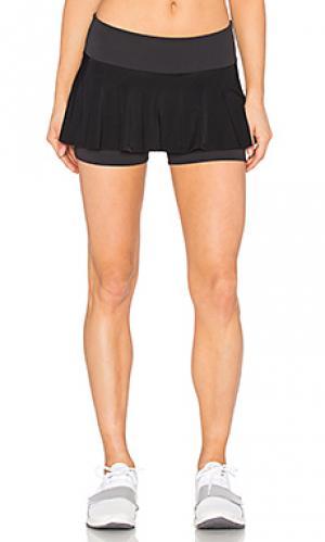 Гладкая полосатая юбка-шорты для тенниса Beyond Yoga. Цвет: черный