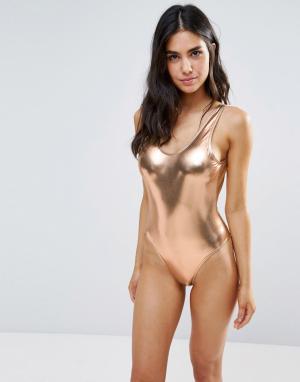 Playful Promises Слитный купальник цвета металлик с глубоким вырезом сзади Prom. Цвет: золотой