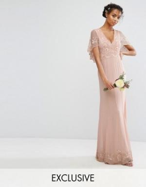 Amelia Rose Платье макси с кейпом, отделкой и рельефным краем. Цвет: розовый