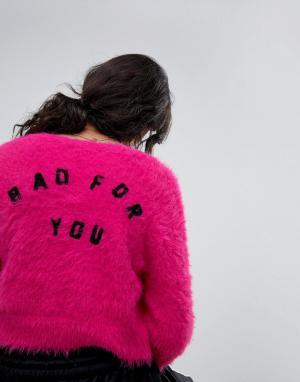 Lazy Oaf Пушистый вязаный кардиган с надписью Bad For You на спине. Цвет: розовый