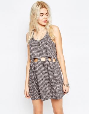 RVCA Короткое приталенное платье с вырезами. Цвет: gray ice