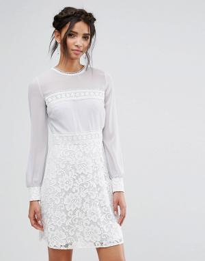 Elise Ryan Платье мини с длинными рукавами и кружевной юбкой. Цвет: мульти