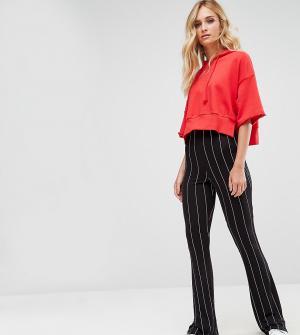 Missguided Tall Расклешенные брюки в тонкую полоску. Цвет: черный