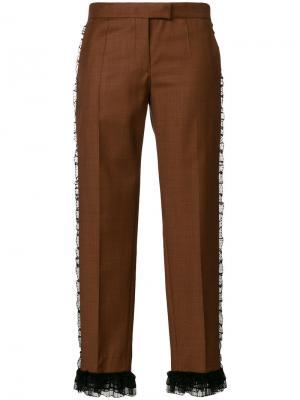 Укороченные брюки с оборочной отделкой Marco De Vincenzo. Цвет: коричневый