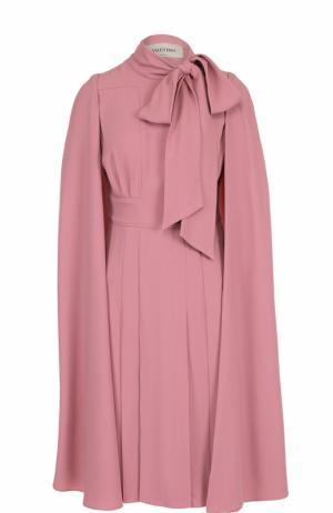 Платье-миди с воротником аскот и кейпом Valentino. Цвет: розовый