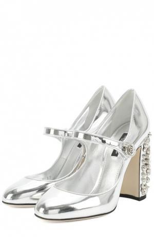 Туфли Vally из металлизированной кожи на каблуке с декором Dolce & Gabbana. Цвет: серебряный