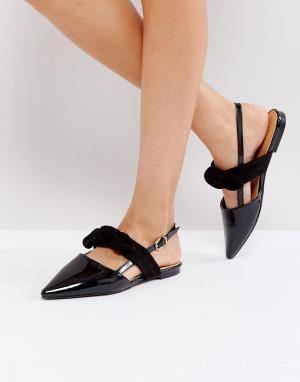 Raid Черные туфли на плоской подошве с перекрестными ремешками. Цвет: черный