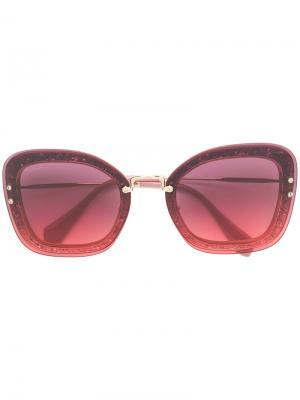 Массивные солнцезащитные очки с блестками Miu Eyewear. Цвет: розовый и фиолетовый