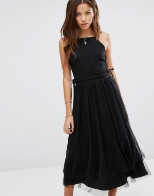 Moon River Платье со шнуровкой по бокам и юбкой из тюля. Цвет: черный