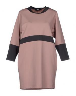 Короткое платье TO-MAY. Цвет: телесный