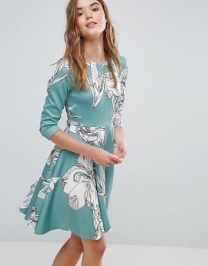 Closet London Короткое приталенное платье из ткани понте с цветочным принтом и рукав. Цвет: мульти