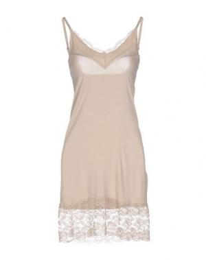 Короткое платье SOALLURE. Цвет: бежевый