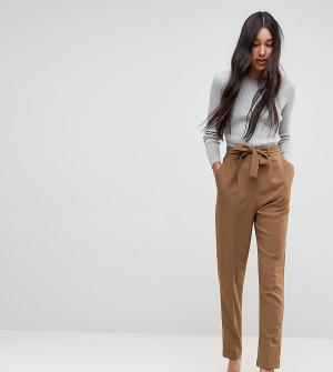 ASOS Tall Суженные книзу брюки с поясом. Цвет: зеленый