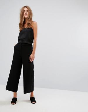 Selected Широкие укороченные брюки. Цвет: черный