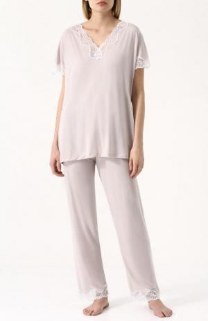 Пижама из смеси вискозы и шелка с кружевной отделкой Zimmerli. Цвет: бежевый