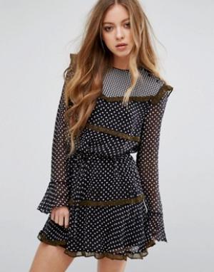Maison Scotch Вискозное платье с принтом и рюшами. Цвет: мульти