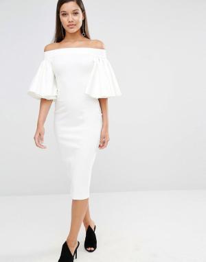 AQ Платье миди с открытыми плечами и рукавами-оборками AQ/AQ Rising. Цвет: кремовый