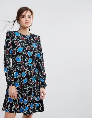 People Tree Короткое приталенное платье из органического хлопка с рюшами на плечах. Цвет: черный