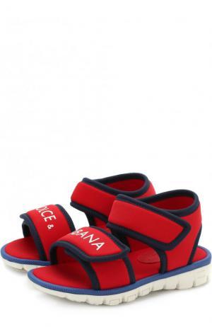 Текстильные сандалии с застежками велькро и логотипом бренда Dolce & Gabbana. Цвет: красный
