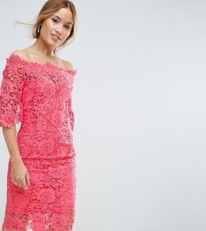 Paper Dolls Petite Кружевное платье-футляр с широкой горловиной. Цвет: розовый