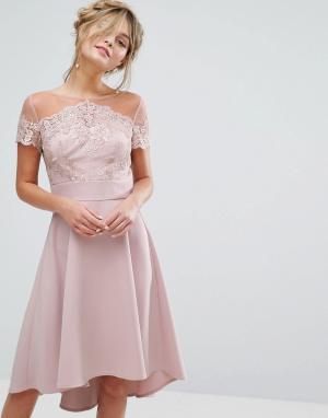 Chi London Кружевное платье миди с вышивкой и атласной юбкой. Цвет: фиолетовый