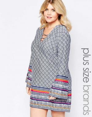 Diya Цельнокройное платье с шнуровкой спереди и рукавами колокол Plus. Цвет: синий
