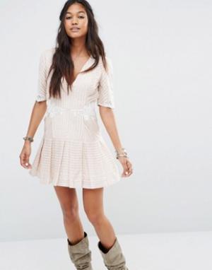 Free People Платье мини со складками и кружевом Ma Cherie. Цвет: кремовый