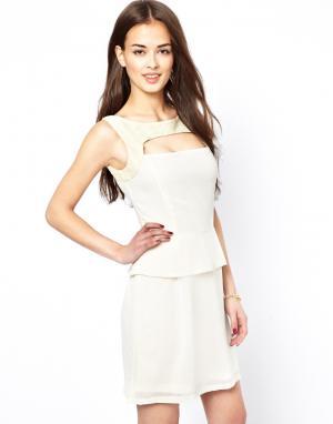 Lovestruck Платье с отделкой из кружева. Цвет: кремовый