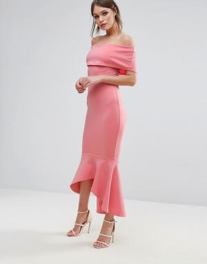 Club L Платье с открытыми плечами и баской. Цвет: розовый