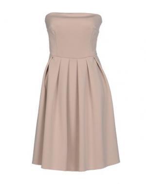 Короткое платье KAOS. Цвет: телесный