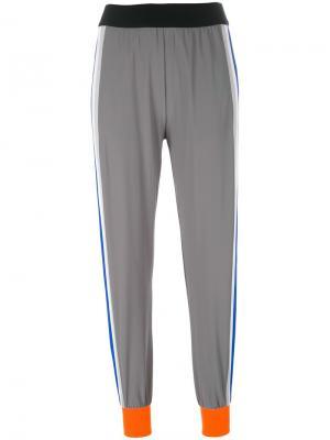 Укороченные брюки с лампасами No Ka Oi Ka'. Цвет: серый