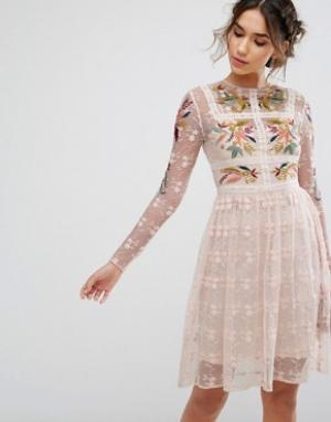 Frock and Frill Короткое приталенное платье с цветочной вышивкой &. Цвет: розовый