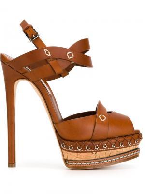 Босоножки на высоком каблуке Casadei. Цвет: коричневый