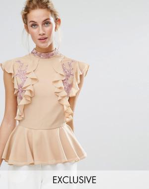 Hope and Ivy Топ с оборкой и вышивкой &. Цвет: розовый