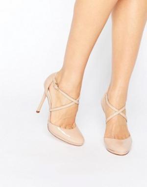 Faith Телесные туфли на каблуке Clara. Цвет: бежевый