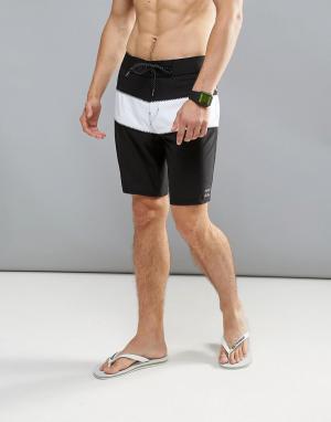 Billabong Пляжные шорты в стиле колор блок Tribong 18 дюймов. Цвет: черный