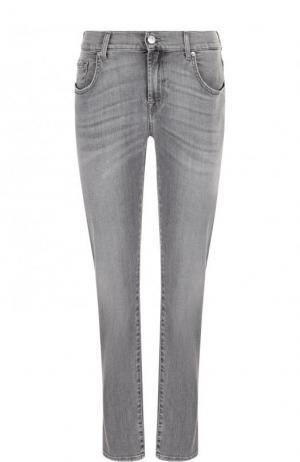 Укороченные джинсы прямого кроя с потертостями 7 For All Mankind. Цвет: серый